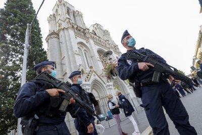 Франция повиши до максимална степен тревогата за сигурност след атентата в Ница