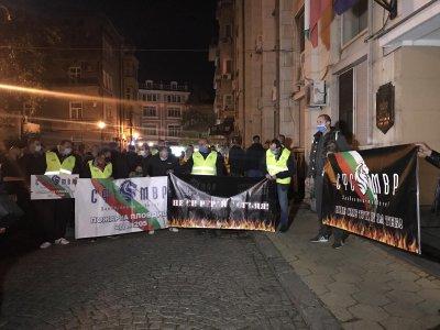 Полицаи и пожарникари протестираха в Пловдив и Бургас за по-високи заплати