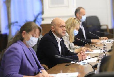 В защита на бюджета министри представиха плюсовете на финансовата рамка за догодина