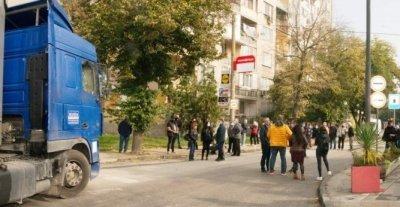 В Силистра протестираха срещу преминаването на тирове през града