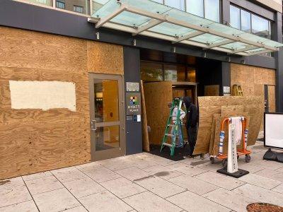 Заковават врати и прозорци във Вашингтон заради очаквани протести в деня на изборите