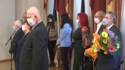 Президентът удостои с държавни отличия изтъкнати български учени