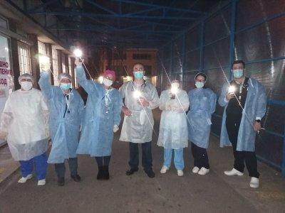 За поредна вечер медици в София призоваха за солидарност в битката с COVID-19