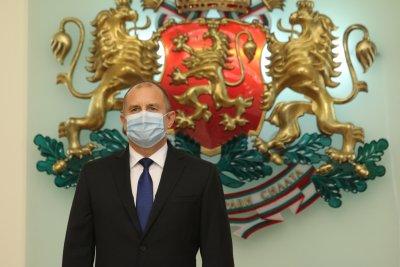 Президентът се самоизолира, главният му секретар е с COVID-19