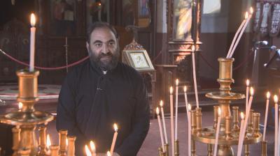 В търсене на будители: Отецът, който обновява църквите, но и помислите на хората