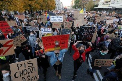 Седми ден на протест в Полша срещу забраните за абортите