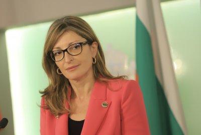Борисов изпрати Екатерина Захариева в Берлин с твърда позиция за РС Македония