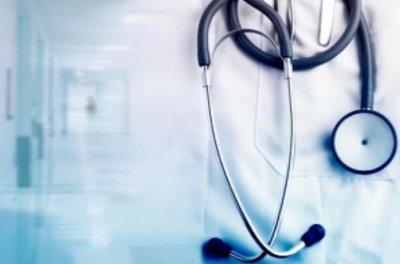 Вдигат заплатите на всички работещи в системата на здравеопазването