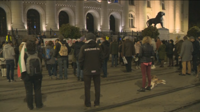 Протестиращи се събраха пред Съдебната палата