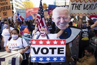 Байдън продължава да води пред Тръмп в изборната надпревара за Белия дом