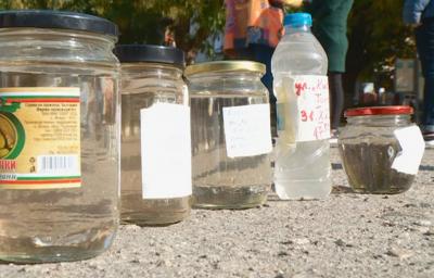 Жители на Брестовица на пореден протест заради манган във водата на селото