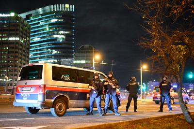 Атентатори посегнаха на Виена: 4 жертви и 17 ранени