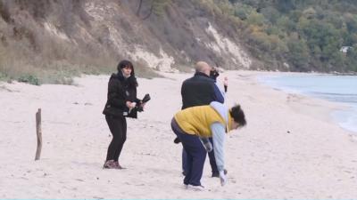 За Деня на Черно море: доброволци почистват плаж във Варна