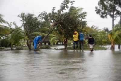 Евакуираха стотици от Хондурас заради бурята Ета