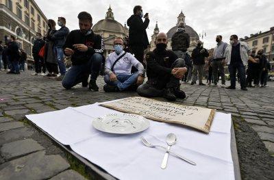 Нараства недоволството в Европа заради мерките срещу COVID-19