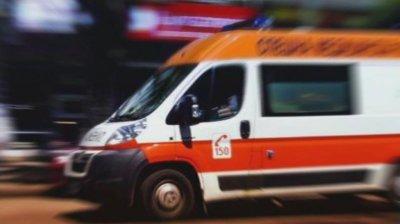 Двама загинали и трима ранени след челен удар между джип и автобус край Ботевград