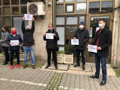Пациенти с бъбречни трансплантации излязоха на протест пред здравното министерство