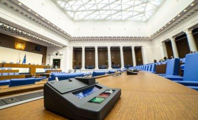 За първи път депутати участват онлайн в пленарно заседание