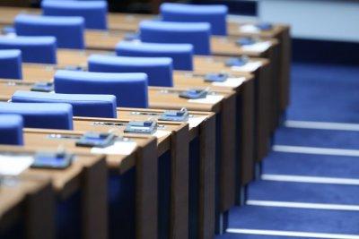 Депутатите решават за извънредния труд и за преименуването на 24 май