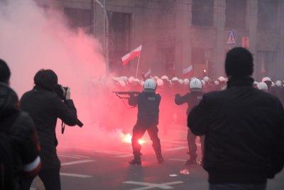 Сблъсъци между крайнодесни и полиция във Варшава, има ранени