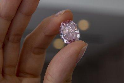 """""""Духът на розата"""" - най-големият диамант, продаден на търг"""