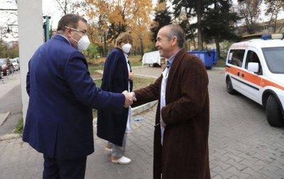 Министър Ангелов: Доц. Мангъров се включва в битката с коронавируса