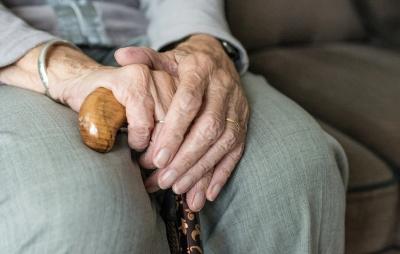 Жена от дом за възрастни почина от COVID-19, никой не уведомил близките ѝ