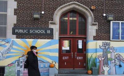 Мрачен рекорд: Над 250 000 жертви на COVID-19 в САЩ, в Ню Йорк затварят училищата