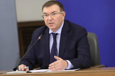 Здравният министър нареди да има и болници с пациенти без COVID