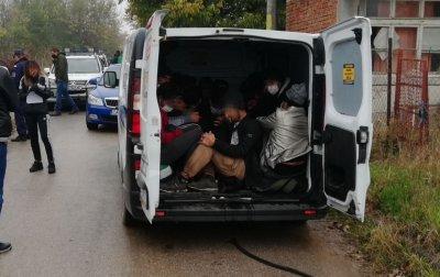 Задържаха двама мъже, помагащи на афганистанци и пакистанци да преминат незаконно през България