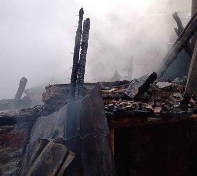 Къща и плевня с 10 тона сено изгоряха в Белица