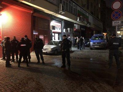 Двама задържани заради провокация пред централата на ВМРО (Снимки)