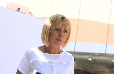 Мая Манолова в надпревара с премиерския кортеж
