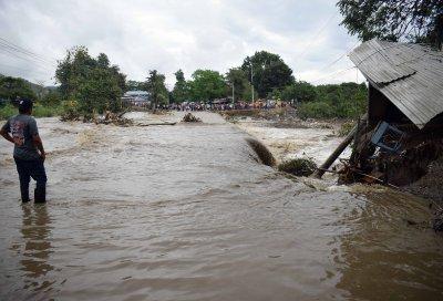 Ураганът Йота продължава да вилнее в Централна Америка