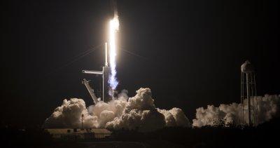 """""""Спейс Екс"""" изстреля успешно астронавти на мисия до МКС"""