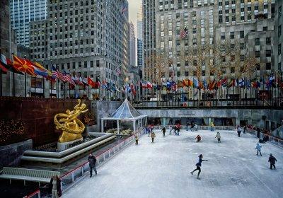 Ледената пързалка пред Рокфелер център в Ню Йорк отваря врати
