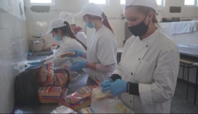 Ученици приготвят храна за медиците на първа линия в Смолян