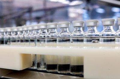 На крачка от ваксина: Великобритания се надява на доставки преди Коледа