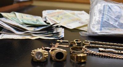 Задържаха мъж за кражбата на каса с пари от офис