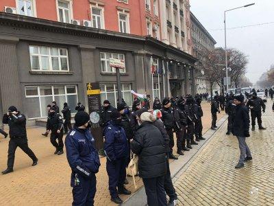 Напрежение на протеста пред МС