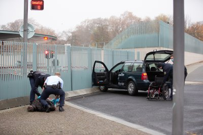 Автомобил се вряза в оградата на канцлерството в Берлин