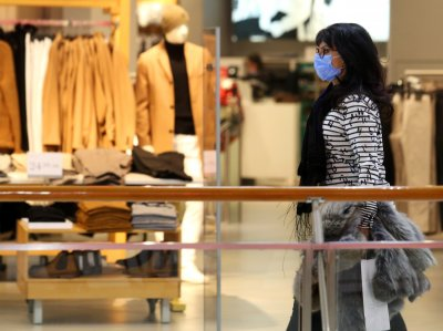 Затварят моловете: Без големи опашки в последния ден за шопинг