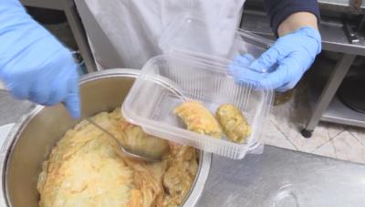 Хотелиери доставят топъл обяд за медиците на първа линия в Поморие