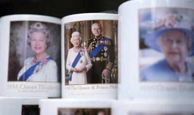 Кралица Елизабет II и принц Филип отпразнуваха 73 години брак