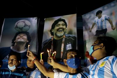 Светът скърби за Диего Марадона (Видео, снимки)