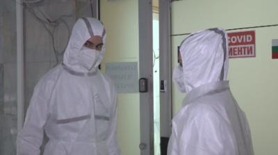 Студенти по медицина влязоха в COVID отделението на болницата в Свищов
