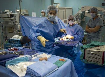 Лекари в Пловдив спасиха от ампутация срязана с ъглошлайф ръка (СНИМКА)