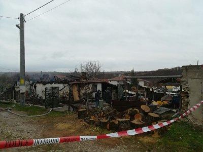 Семейство изгоря в къщата си в хасковското село Динево