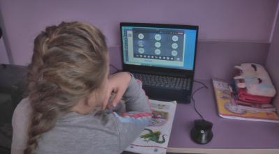 Как се справят работещите родители, които не могат да оставят децата си сами вкъщи?