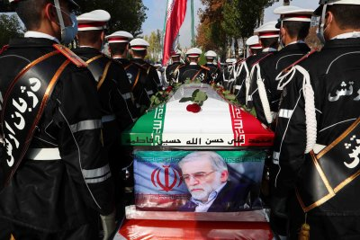 Погребаха убития ирански ядрен учен